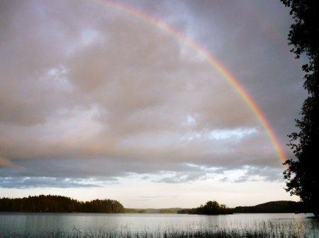 Радуга над озером